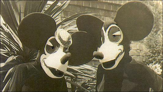 ディズニー画像。歴代のミッキーとミニーが怖い件。