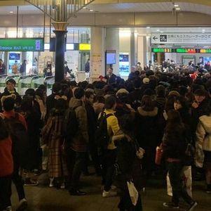 【ダッフィー救出大作戦】混雑している京葉線 舞浜駅で非常停止ボタンが押されてカオス状態12/14