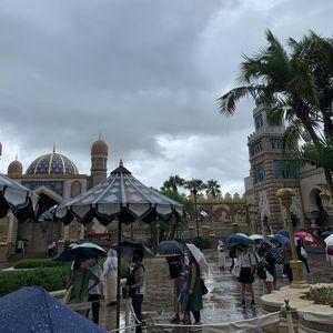 【ディズニー】ゲリラ豪雨でパークが一部冠水、ゲストが緊急避難「雨と雷がやばい」9/2