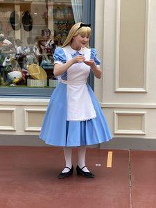 フリグリの可愛いアリス お茶したりお辞儀も!